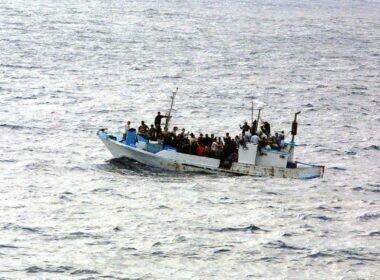 Midilli Adası Bölgesinde 231 düzensiz göçmen kurtarıldı ÇağrıMerkezin